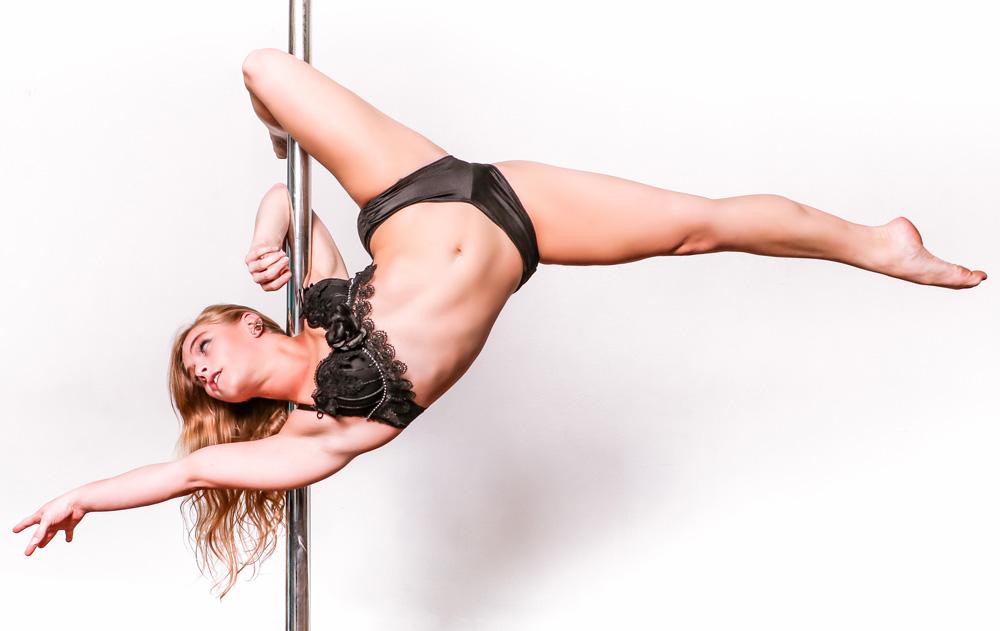 Bendy Lyndi Pole Dancer